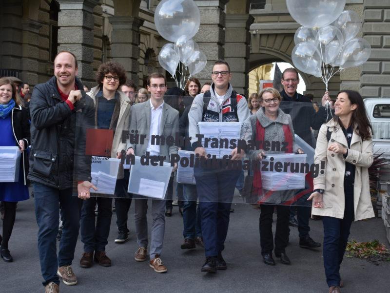 Volksinitiative für mehr Transparenz in der Politikfinanzierung eingereicht